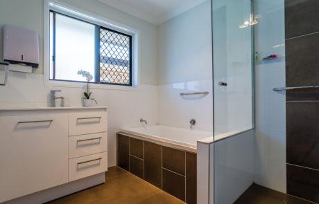 Mount Gravatt Arafmi House_Bathroom